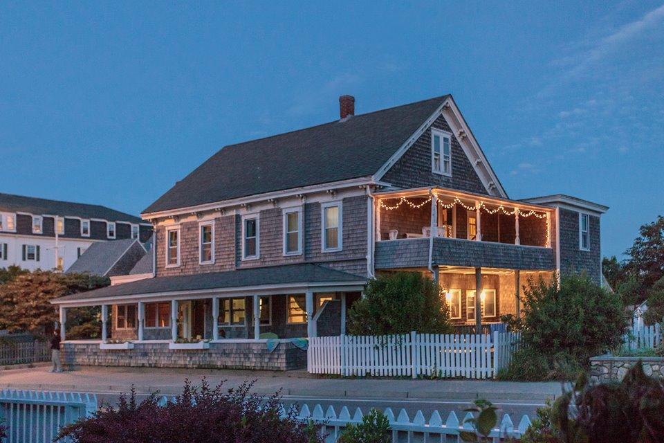 Stunning Inn...The Darius on The Block!